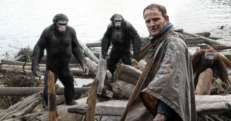 Dawn of the Planet of The Apes (2)